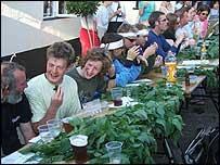 В Англии прошел чемпионат по поеданию крапивы