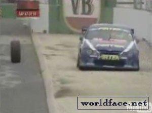 Случай на гонках (видео)